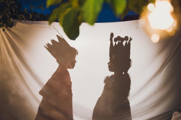мальчик и девочка в театре теней